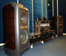 Нота+: акустика Tannoy Kingdom Royal, усилитель и фонокорректор Audio Valve, СD-проигрыватель DCS, проигрыватель винила Michell Engineering