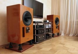 Hi-End Centre: акустические системы Maxonic 1300, транзисторная электроника Maxonic, стойка и антирезонансные плиты Taoc, кабели Acrolink